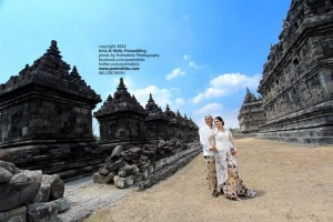 foto-pre-wedding-outdoor-di-candi-plaosan-jogja